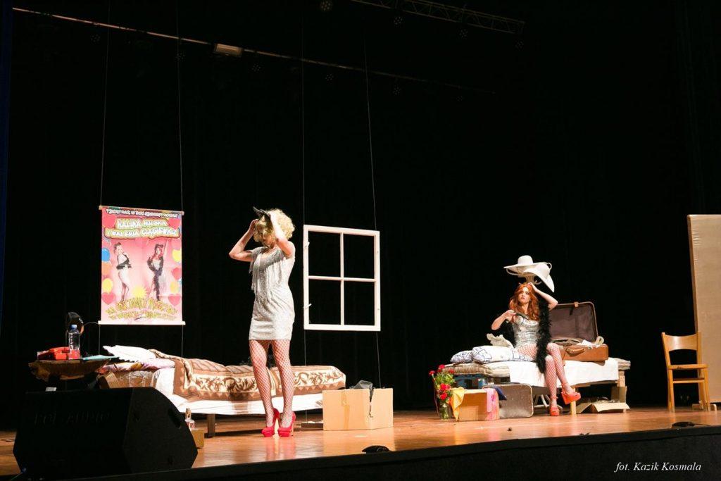 Spektakl Łotrzyce w wykonaniu Teatru Rozmyty Kontrast